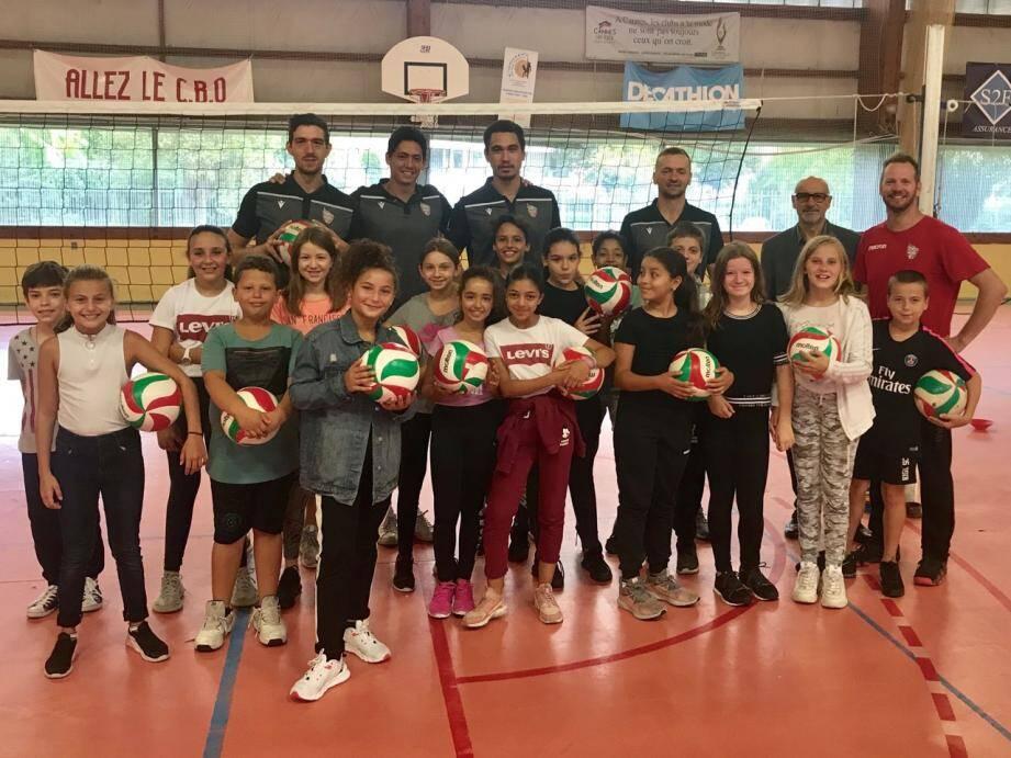 Les volleyeurs de l'AS Cannes ont partagé de bons moments avec les élèves du collège Gérard-Philipe de La Bocca.