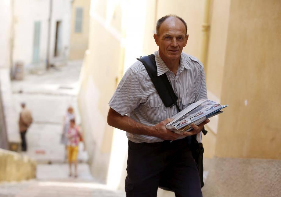 Jean-Luc Grégoire a sillonné les rues de la vieille ville durant vingt-cinq ans. À la fin de la semaine, il prend sa retraite.