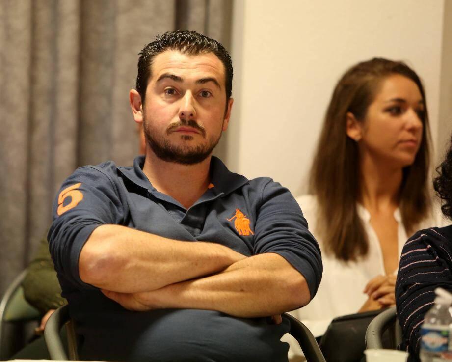 Anthony Giraud et Michel Dallari ont bombardé de questions Marc-Etienne Lansade sur le Jas des Roberts, sous le regard du premier adjoint Eric Masson et des fidèles Laetitia Picot et Aimé Garnier.