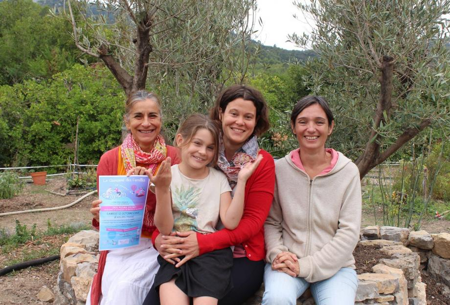 Marion Launay et sa fille (au centre), entourée par Isabelle et Sophie interviendra demain sur la compréhension des émotions des enfants et ce qu'elles sont .