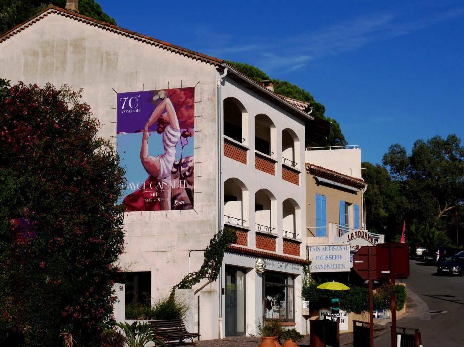 Une magnifique peinture visite à l'entrée de ville pour célébrer les 70 ans de la commune.