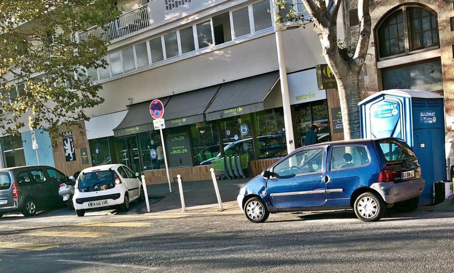 Les faits se sont produits à proximité du lieu de travail du mis en cause, dans le quartier du Mourillon, à Toulon.