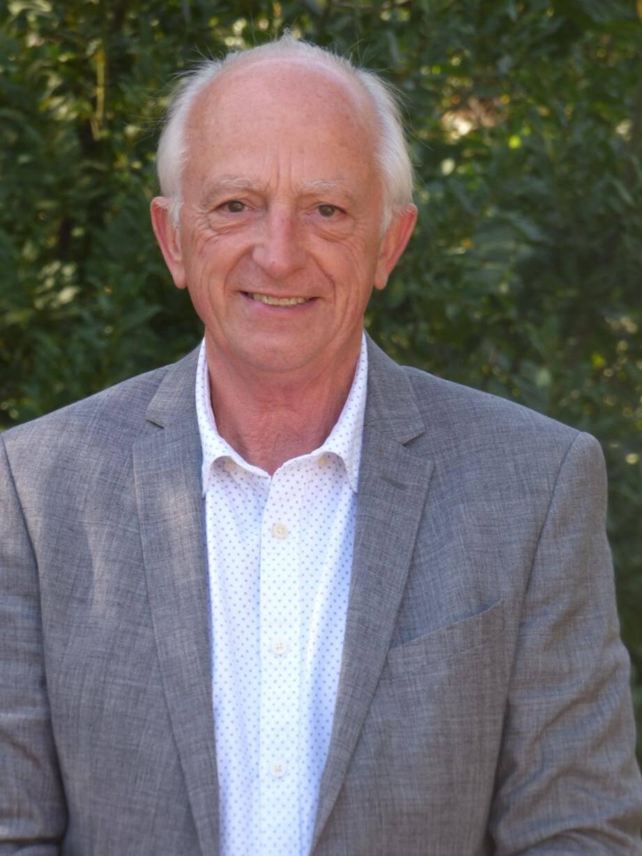 Actuel premier adjoint de François Amat, Jean-Pierre Calonge a fait sa carrière dans la Marine nationale.