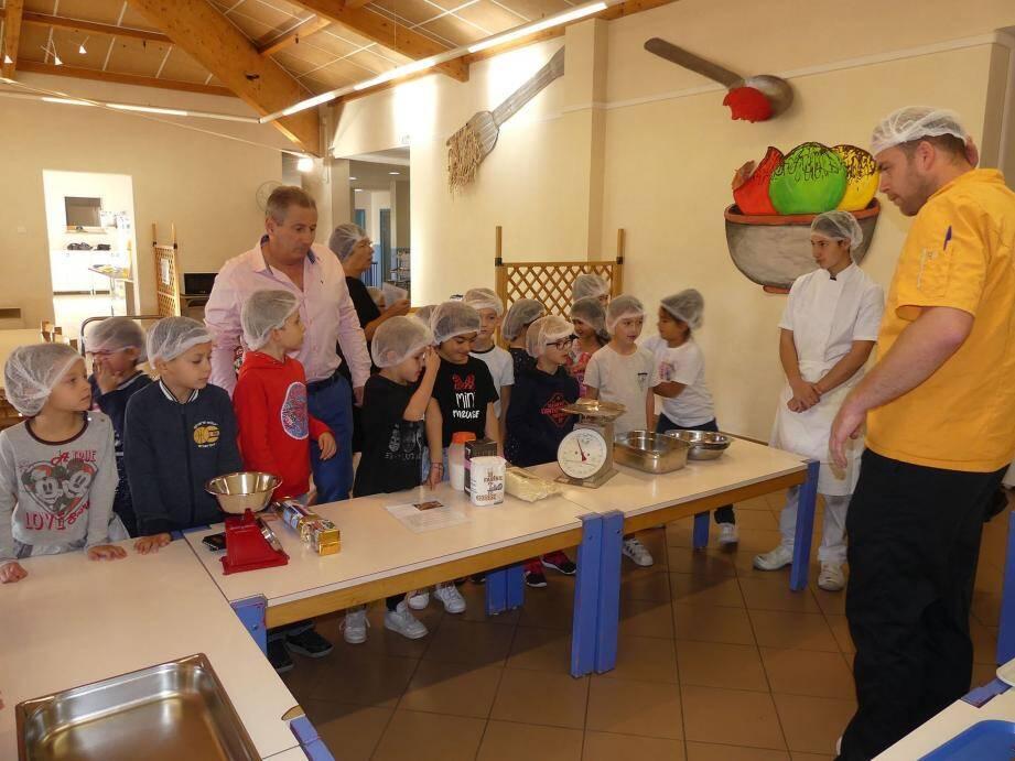 Le maire était aux cotés des élèves pour des ateliers découvertes.