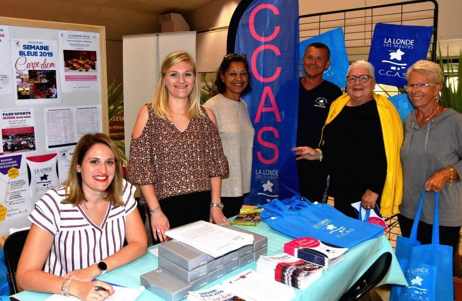 L'équipe du CCAS londais et son adjointe Cathy Baschieri (au centre), en première ligne.