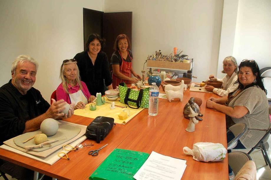 L'atelier adulte du jeudi après-midi est placé sous la houlette de Patricia Boellinger (3e à partir de la gauche).