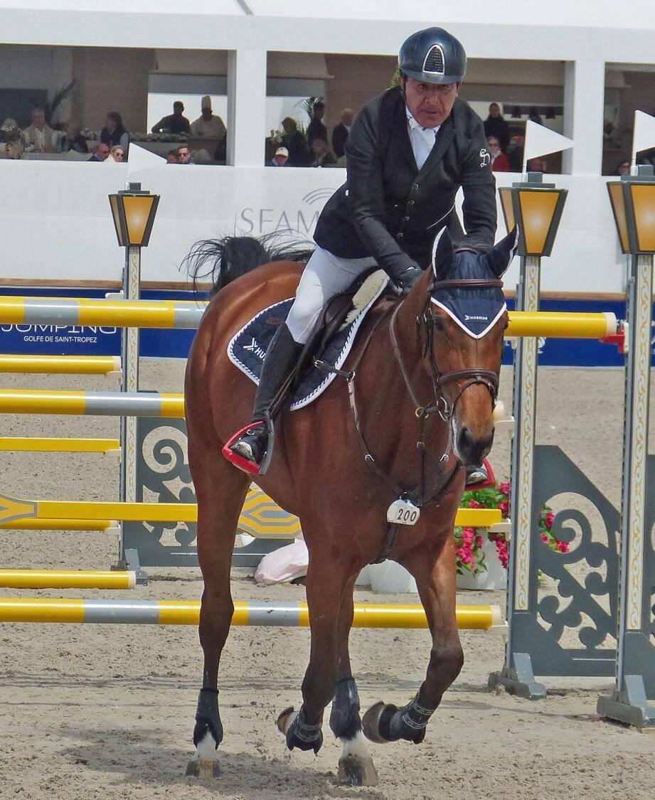 Au choix Michel Robert en finale de barrage et en portrait sur son cheval.