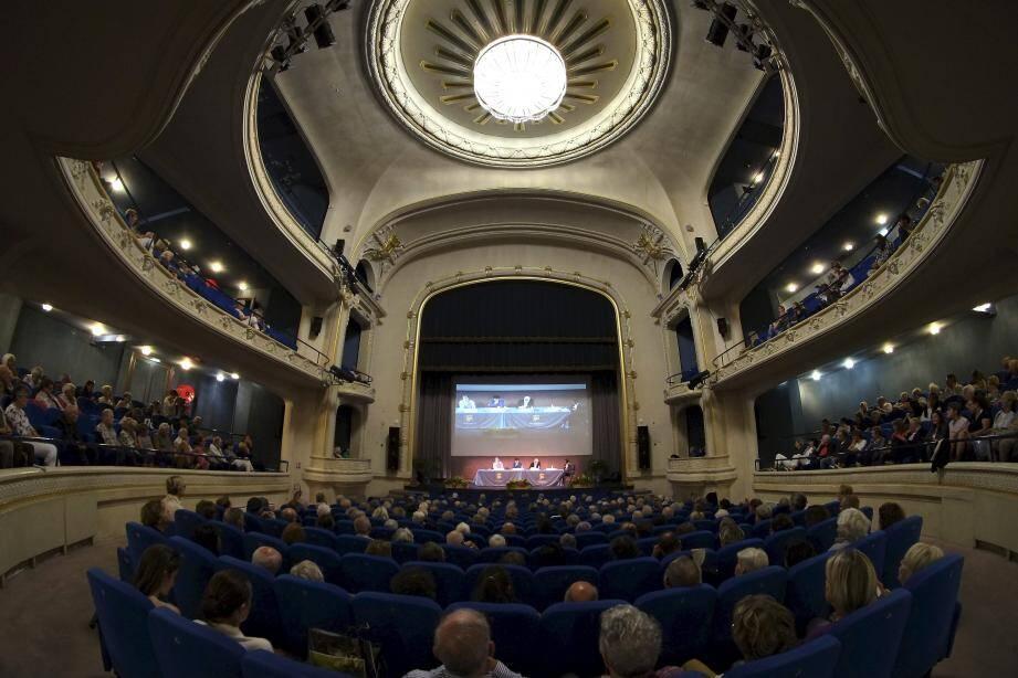 Hier après-midi, Bruno Patino, Jean Birnbaum et Jean-François Colosimo ont débattu durant deux heures sur le thème  du « basculement du monde » lors d'une table ronde animée par Olivier Biscaye.