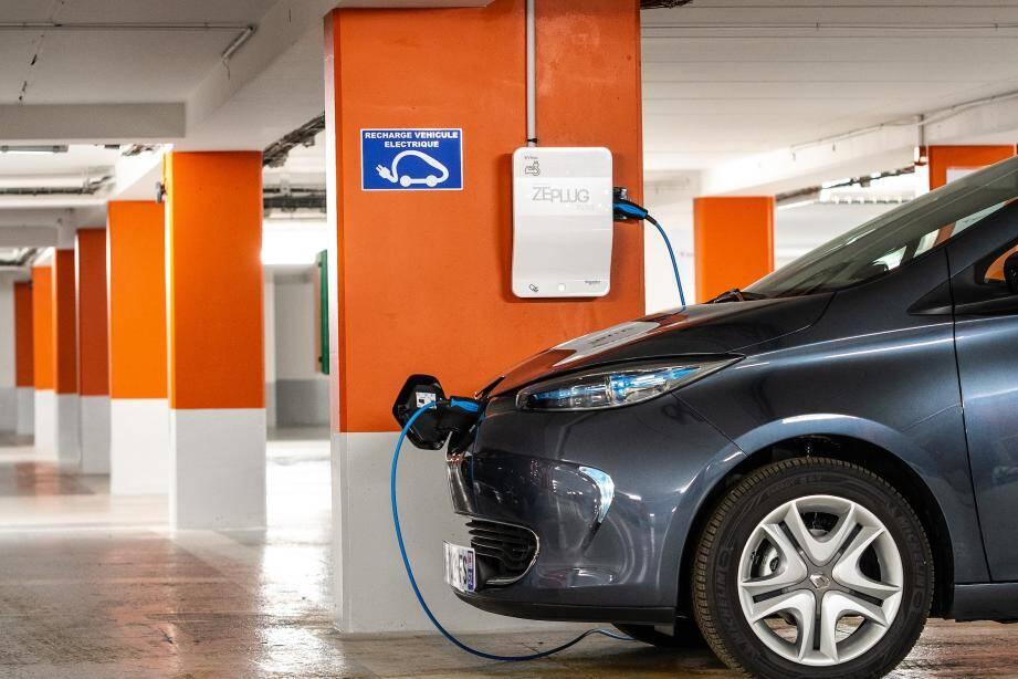 Des sociétés proposent des solutions pour les bornes de recharge en immeuble.