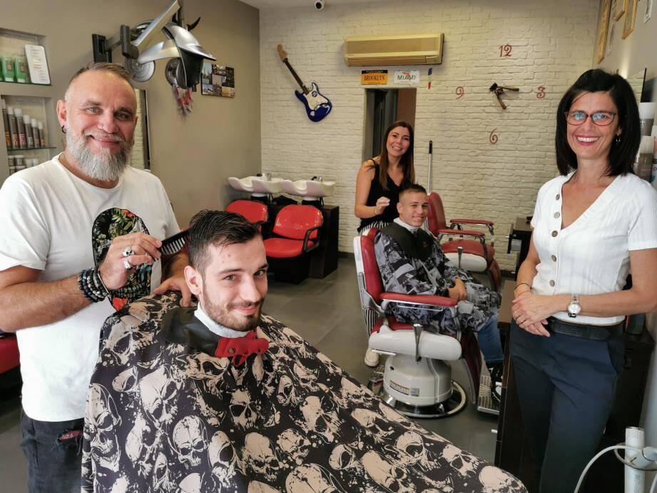 Christophe, Fabienne et Sandie prennent soin de leurs clients.