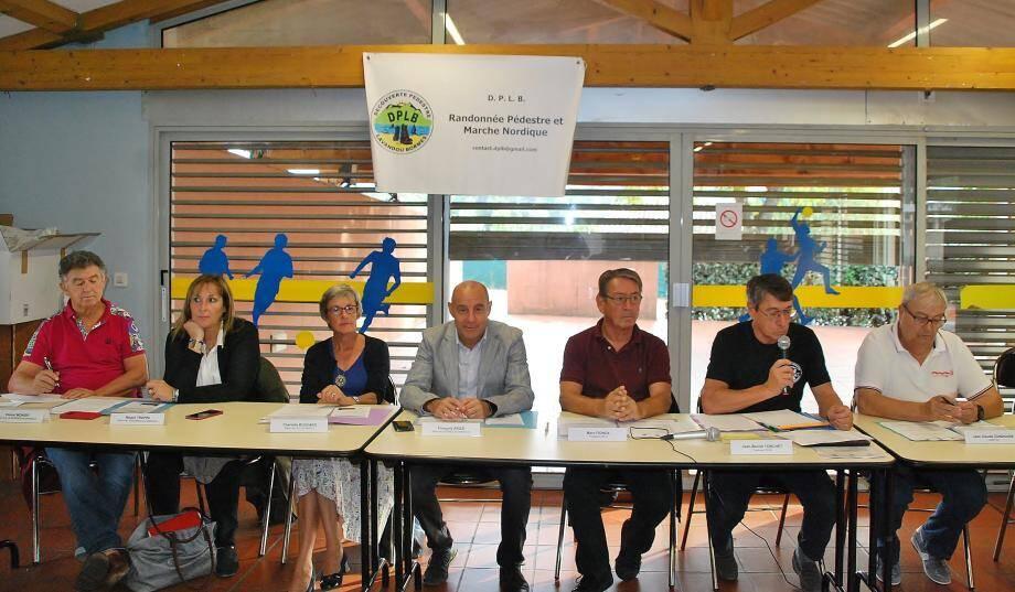 Les membres du bureau avec les élus de Bormes et du Lavandou ont tiré le bilan de l'année écoulée face aux adhérents.
