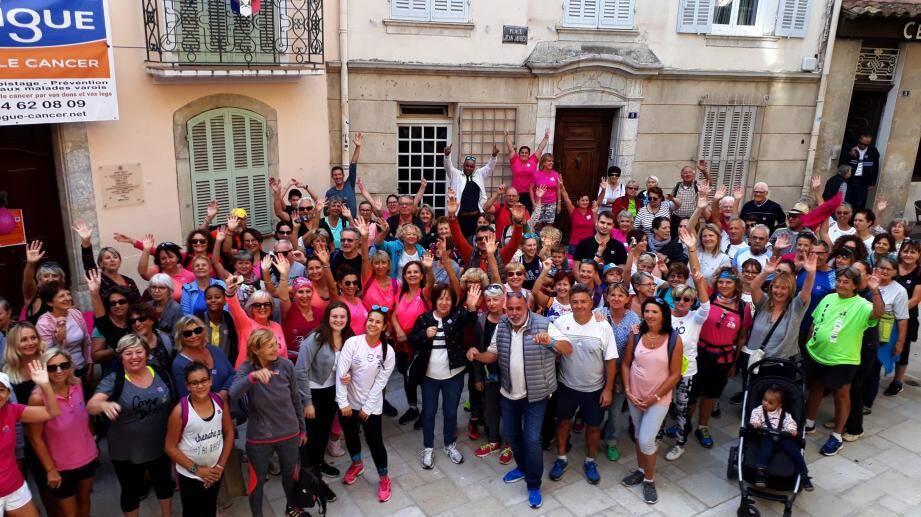 Environ 250 personnes ont participé hier à la marche contre le cancer.