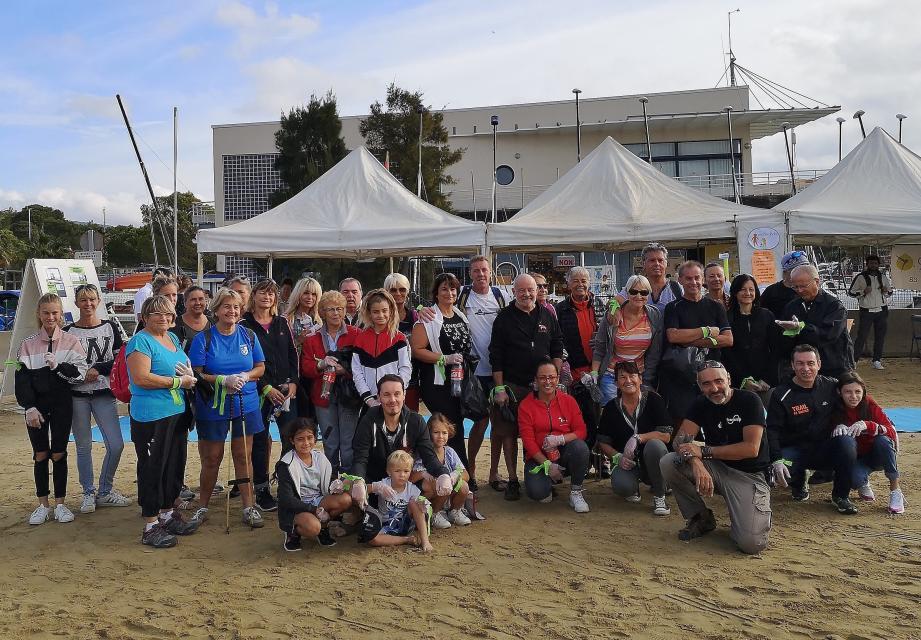 La mobilisation pour nettoyer le littoral a été importante.