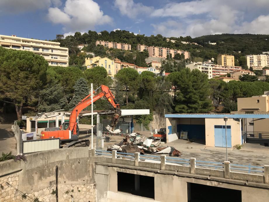 Le chantier a démarré, ce lundi et devrait s'achever en fin de semaine pour la station-service du centre historique.