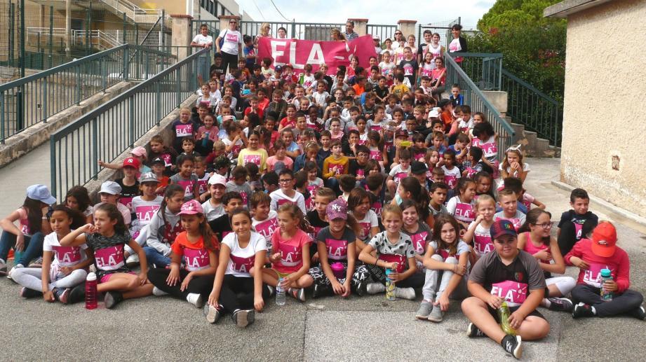 Près de deux cent enfants de l'école Jean-Jaurès ont participé à l'opération «Mets tes baskets et bats la maladie» au profit de l'association ELA.