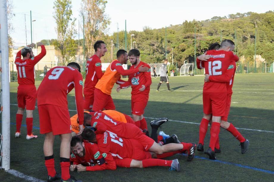 C'est aux tirs au but que s'est jouée la qualification inespérée de l'US Saint-Mandrier, dimanche.