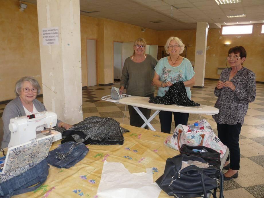 Atelier couture avec la présidente Chantal Lebronnec.