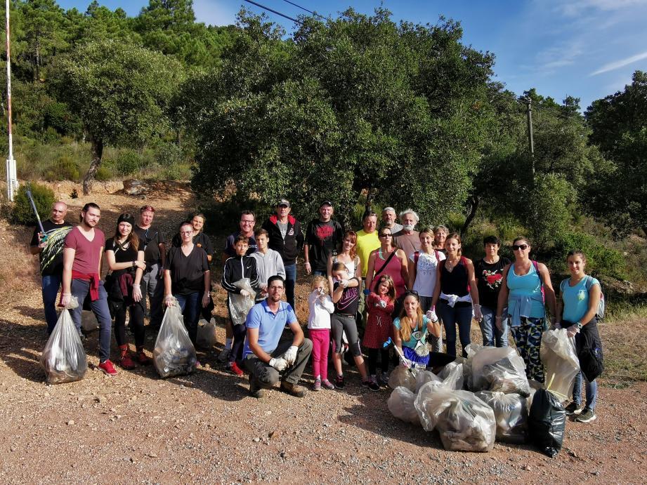Le groupe en tenue d'éco-randonneurs.
