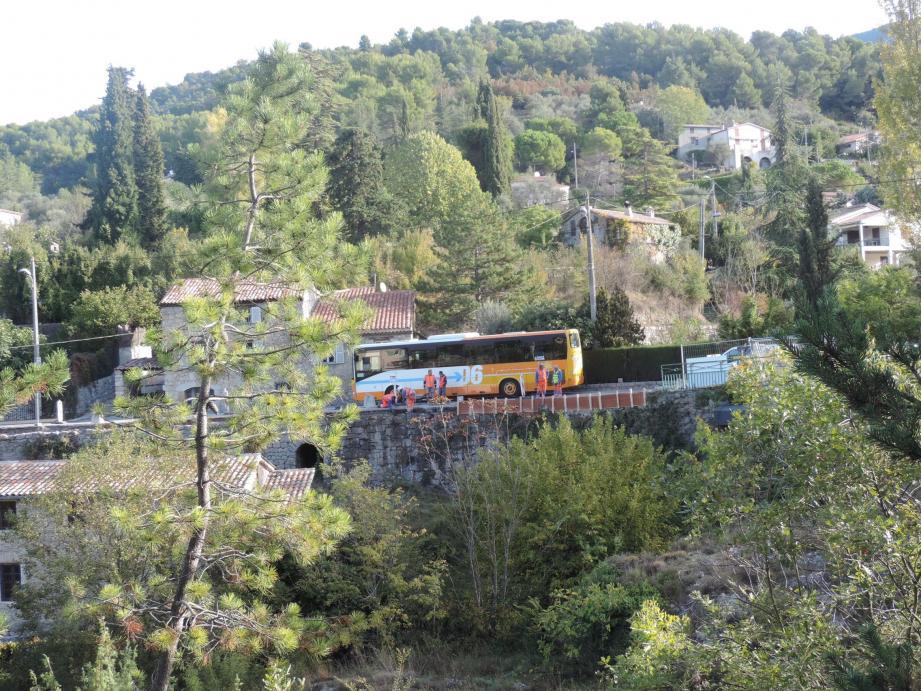 Une vue partielle du chantier avec la difficulté lors des passages des bus dans un sens ou dans l'autre.