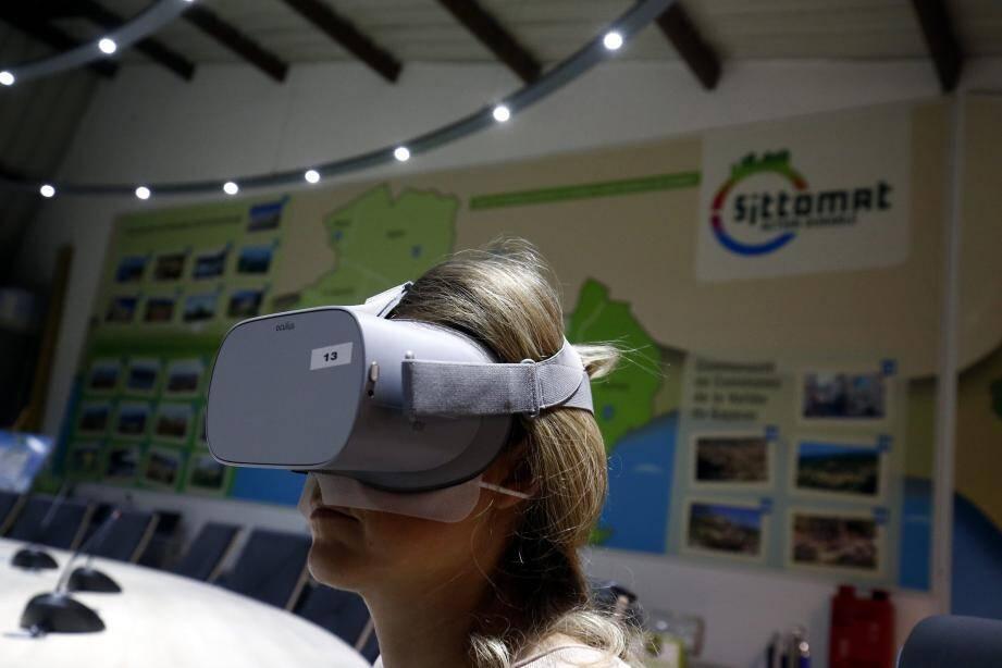 Un casque sur la tête et la visite virtuelle commence : des hauts du Faron jusqu'aux entrailles du centre de Lagoubran.