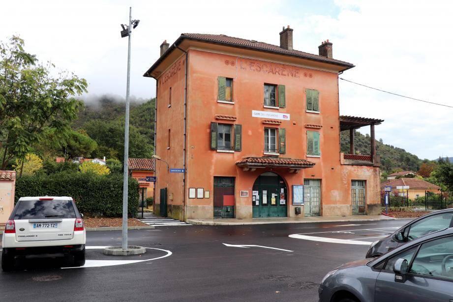 Ravalée, restaurée, la gare SNCF abandonnée depuis 2012 va redevenir un lieu de vie.