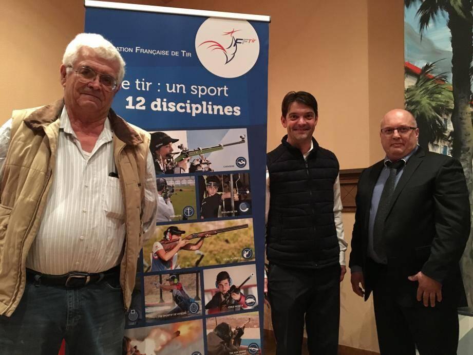 Gérard Fregier, à gauche, honoré par la ville de Grasse pour ces bons résultats aux Europe.(DR)
