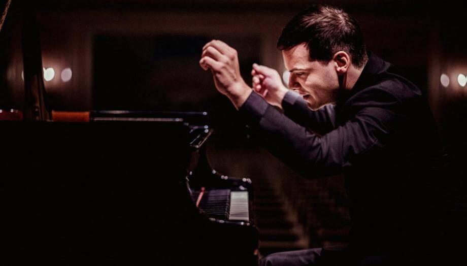 Le pianiste Suisse Francesco Piemontesi sera le soliste du premier concerto de Chopin avec l'orchestre de Cannes dirigé par Benjamin Lévy. (DR)