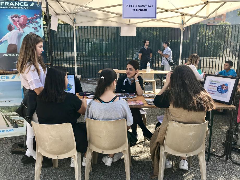 Lors du forum de découvertes des métiers, organisé au collège Jaubert, une trentaine de professions étaient représentées. Parmi elles : hôtesse de l'air.