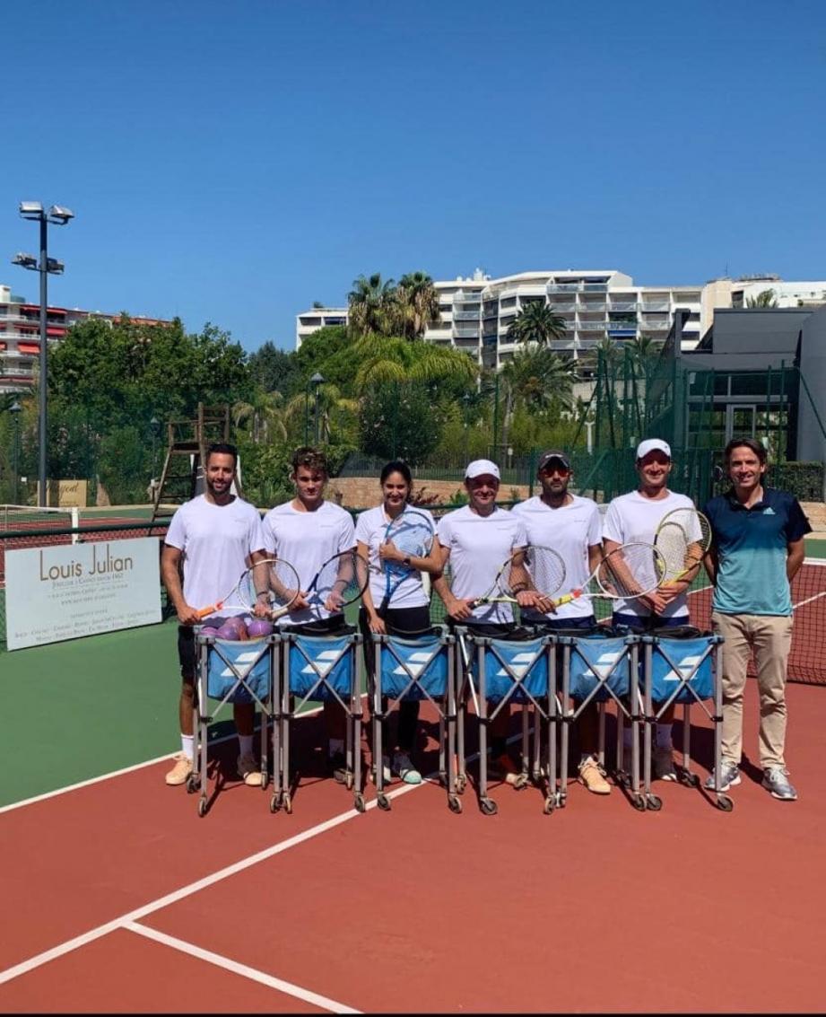 L'équipe des profs du Tennis Montfleury avec le gérant David Martin.DR