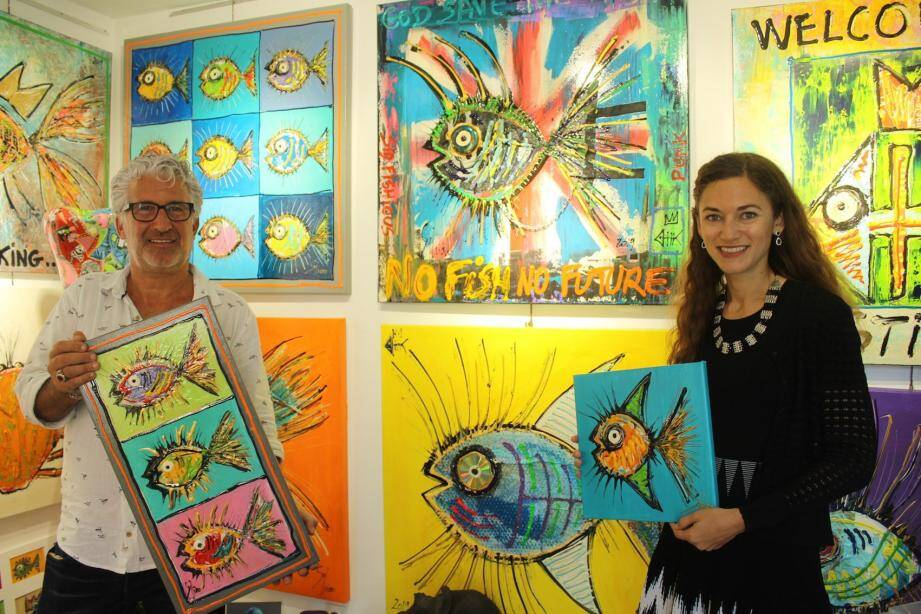 Sylvian a été un artiste précurseur dans la sauvegarde de la planète et des océans, ici avec sa galeriste ézasque.