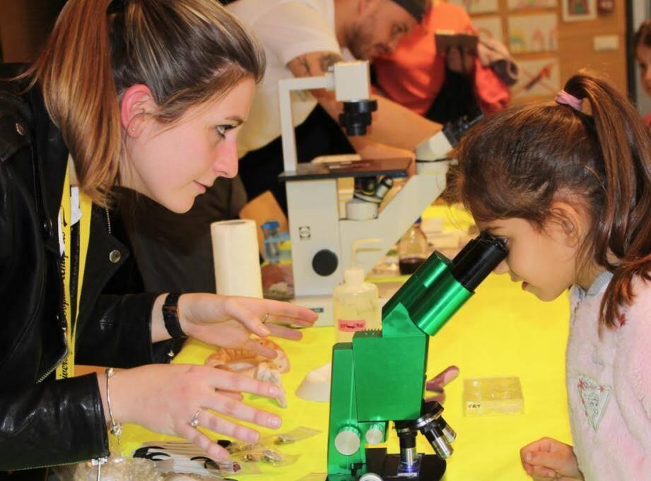 Le village des sciences et de l'innovation ouvre ses portes à 13 heures.
