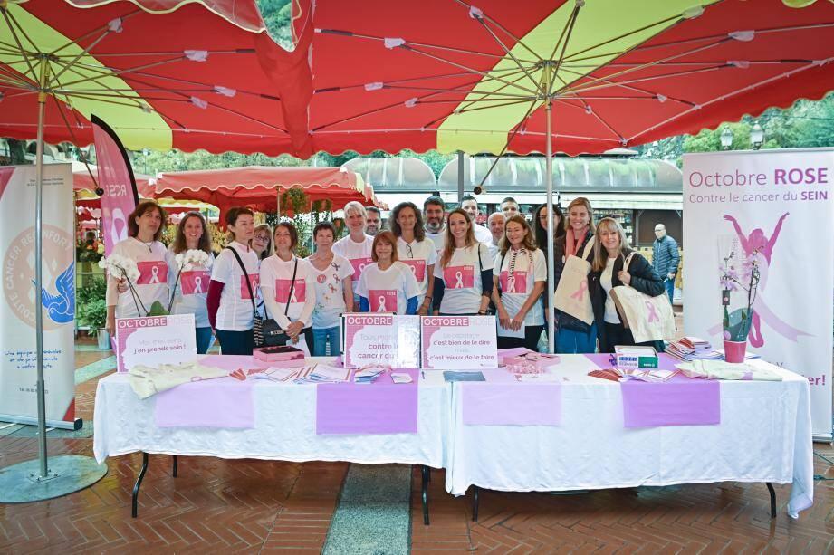 Hier matin, le stand de prévention sur les cancers du sein était installée place d'Armes. Aujourd'hui, il sera sur le parvis du stade Louis-II de 14 heures à 17 heures.