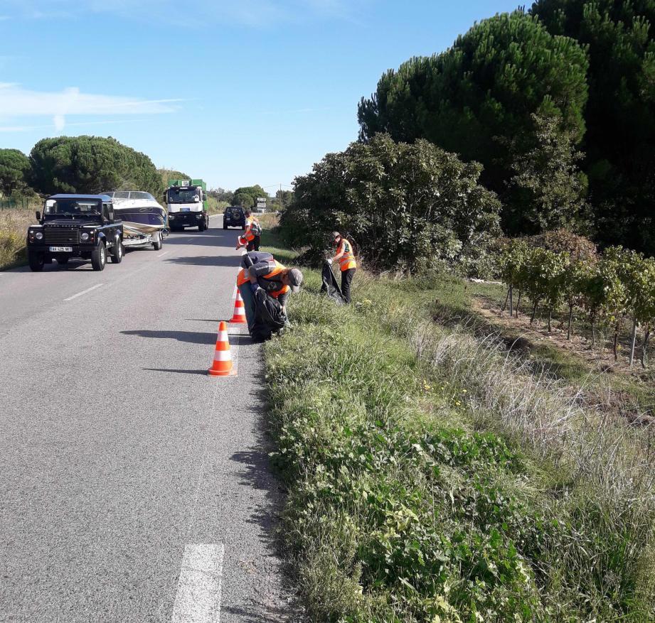 Cette opération de ramassage des déchets abandonnés s'est déroulée en bordure de la RD 98, entre Cogolin et La Mole.