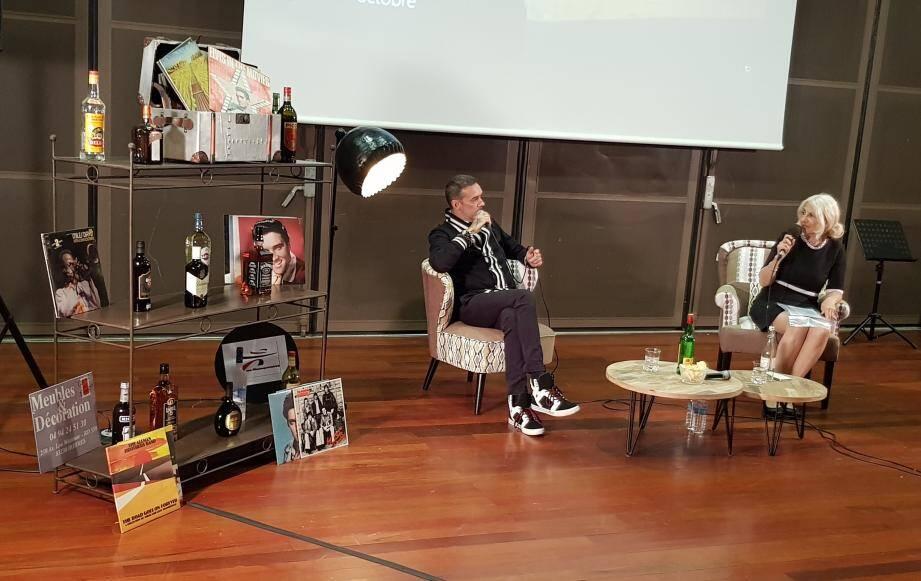 Interview sous forme de conversation intimiste entre Lewis Soucy Martin et Sylvia Marcov dans un décor «années 60» au collège Frédéric Mistral.