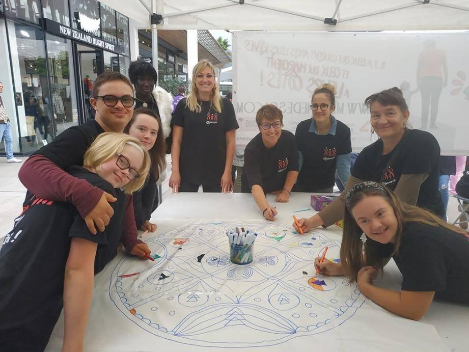 Les bénévoles ont organisé des ateliers de coloriage pour le plus grand bonheur des enfants.