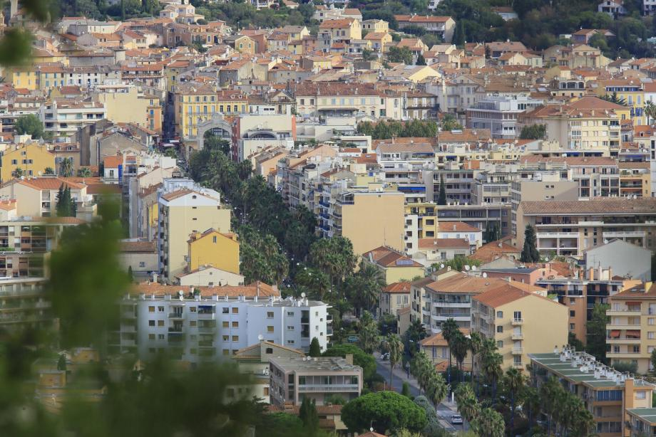 Les deux cas ont été relevés dans le quartier Godillot à Hyères .