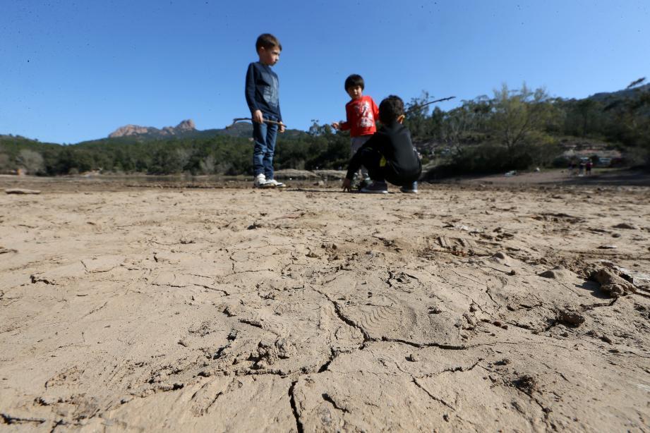 Les phénomènes de sécheresse sont de plus en plus nombreux et les  risques de pénurie d'eau existent aujourd'hui et pour les générations  futures.