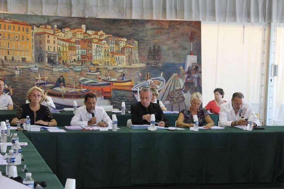 Soirée tranquille pour la majorité municipale, avec neuf délibérations, toutes adoptées à l'unanimité.