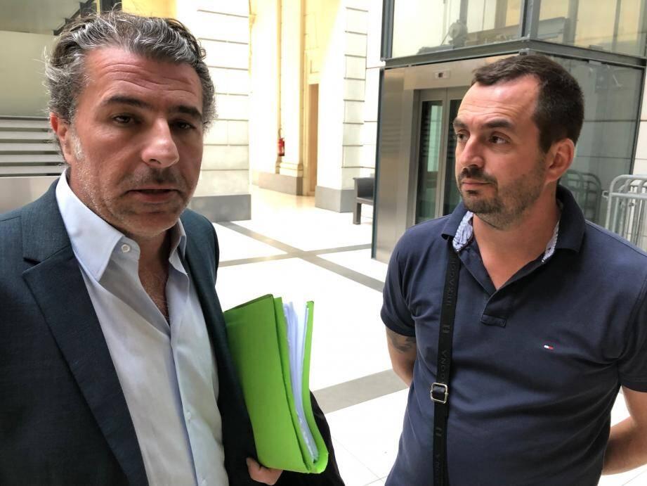 Me David Allouche avec Bastien, chauffeur de taxi qui subit encore les séquelles de cette agression.
