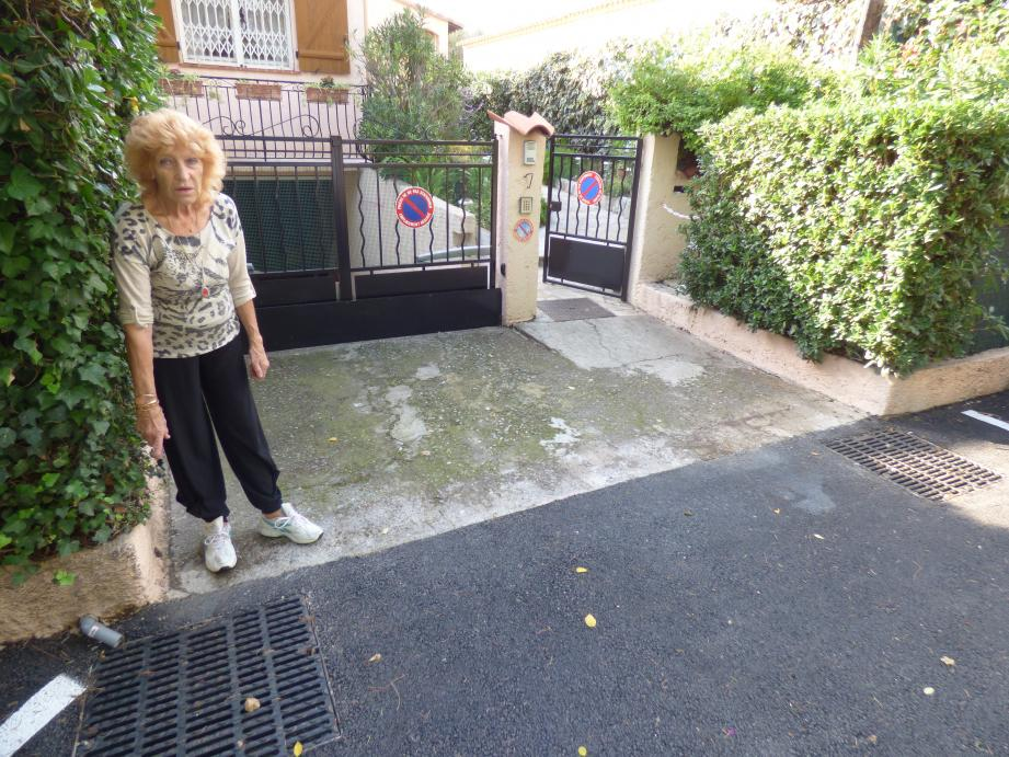 La chaudière de Gisèle Oréal a failli prendre l'eau et sa pompe a grillé. La chaussée est, à présent, au niveau de la dalle d'accès à son garage. Et les deux grilles ajoutées par la Métropole n'ont pas suffi.