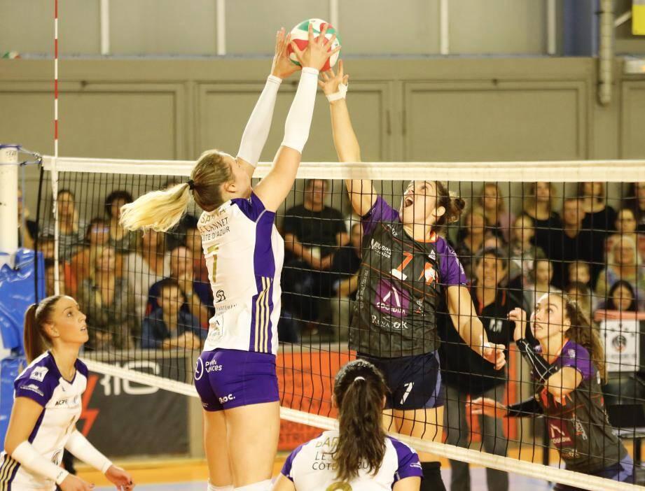 Le duel entre Hasanova (Le Cannet, en blanc) et Le Moigne (MOM) a largement tourné en faveur de la première.