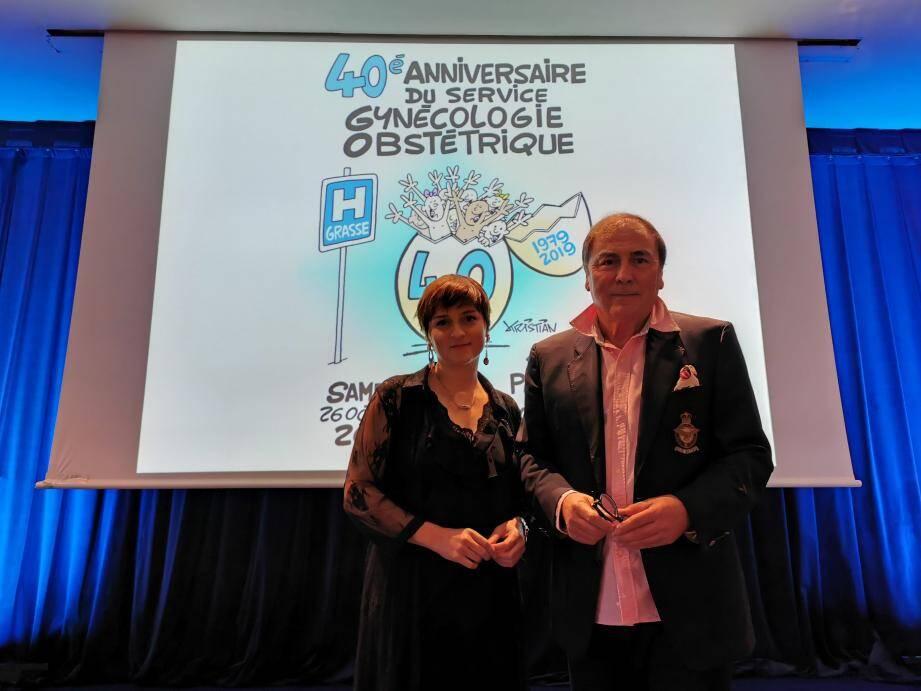 Anne-Sophie et Pierre Azuar devant le dessin de Kristian, à l'occasion d'une conférence anniversaire qui célébrait hier les 40 ans du service de gynécologie obstétrique.