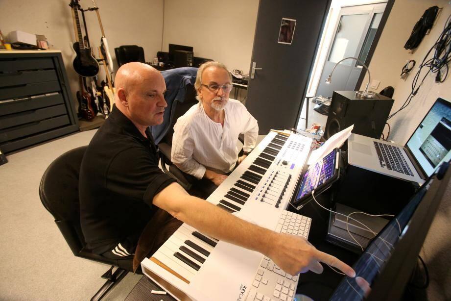 Les frères Maillot, en plein processus de création musicale.