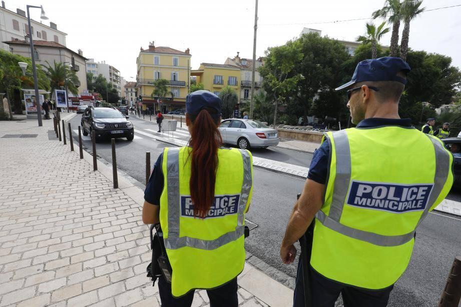 La police municipale porte à 56 le nombre de ses îlotiers dans les quartiers de Cannes. Ils font partie de l'effectif des 197 agents de police.