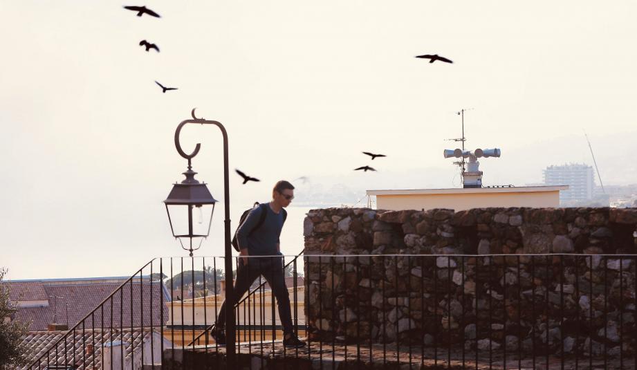 Sur le toit du palais des festivals ou ici, sur celui de l'école Montchevalier au Suquet, les sirènes sont testées chaque premier mercredi du mois.