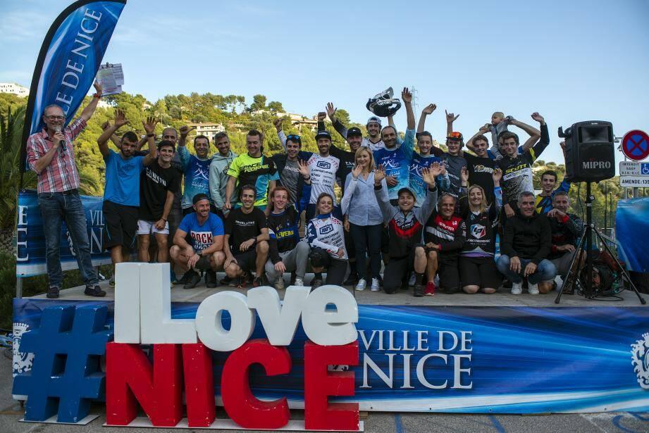 Des sourires et du beau monde sur le podium final de l'Enduro d'Acqui, organisé dimanche dernier par le MNCAS VTT dans les collines niçoises.