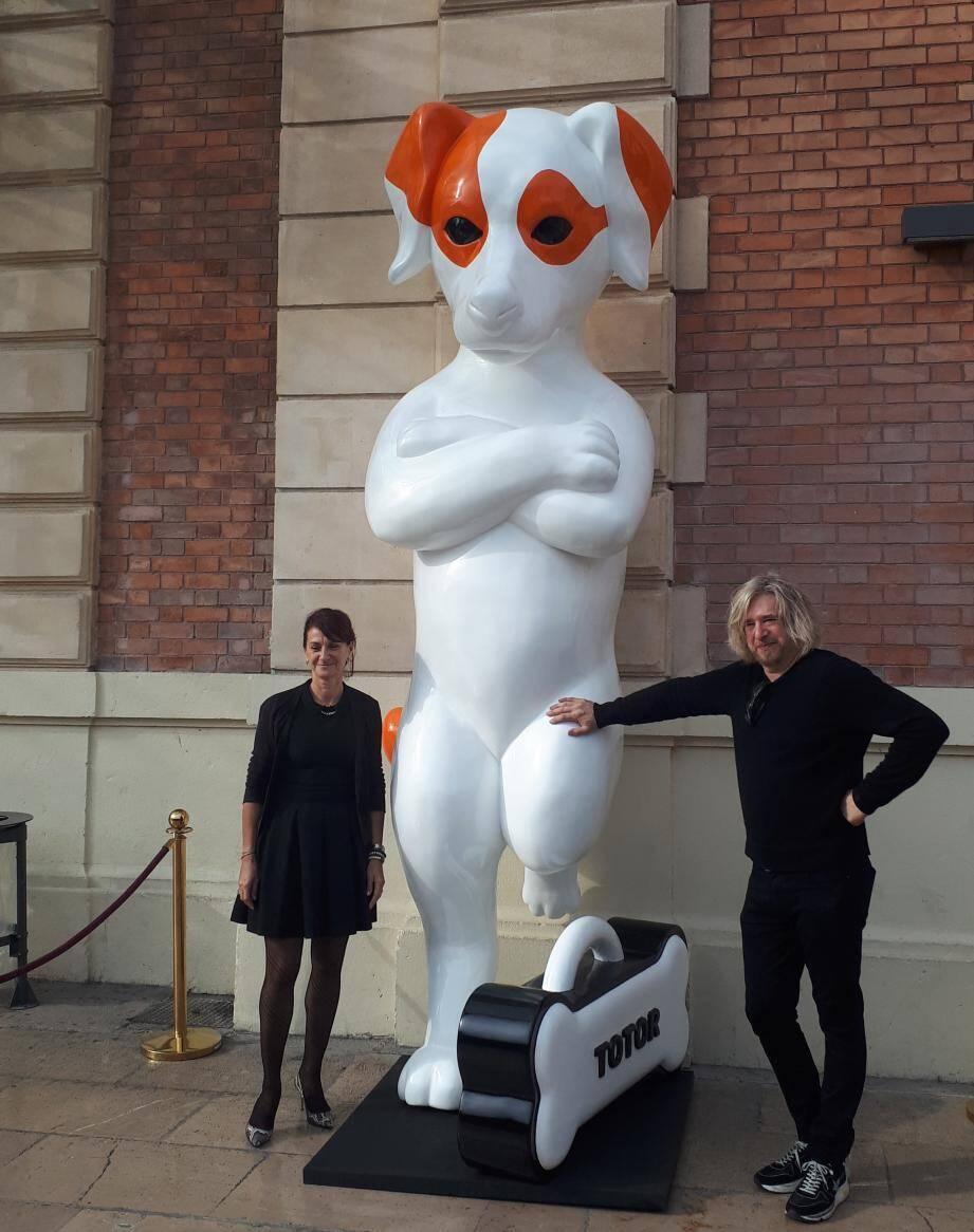 Stéphane Bolongaro et Corinne Durand, hier, devant la statue de Totor.