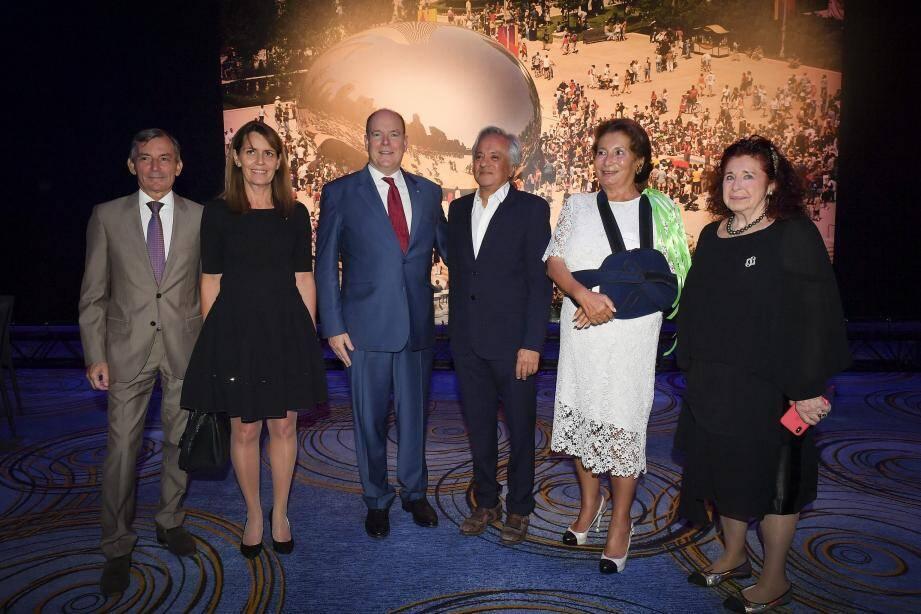 Le prince Albert II a assisté à la remise du prix à Anish Kapoor par l'association Futurum que préside Kawther Al Abood.
