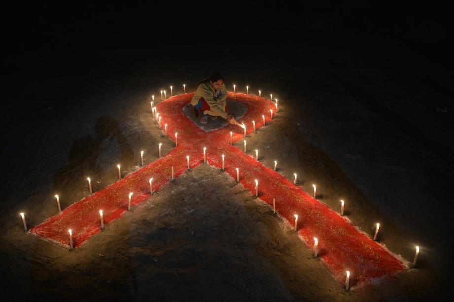 """Sida: baisse """"significative"""" des nouveaux diagnostics de séropositivité en France"""