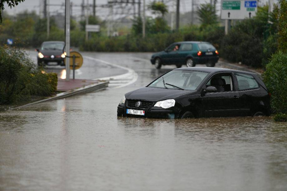 Route inondée près de Béziers, le 23 octobre 2019